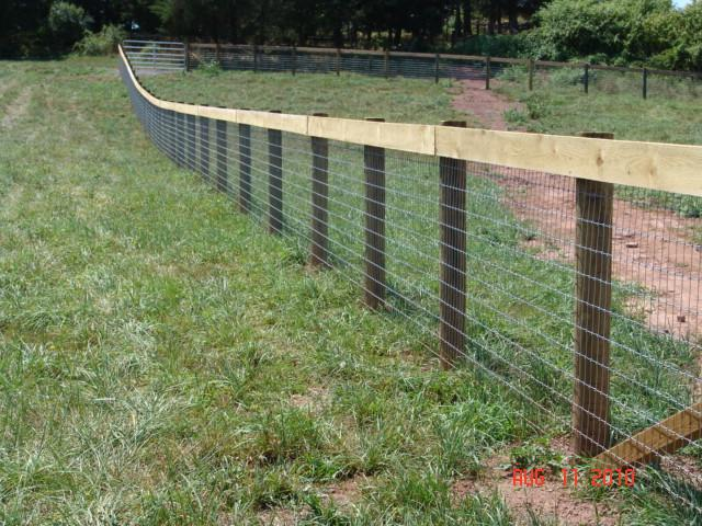 Installing Welded Wire Fence On Uneven Ground - Round Designs